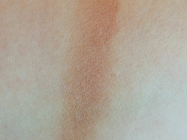 Swatch of YSL Les Sahariennes Sun Kissed Blur Perfecting Bronzer in No7 Cuivre
