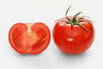 Cara mencerahkan wajah dengan tomat
