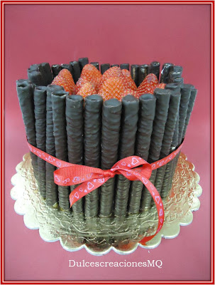 Bizcocho chocolate Dulce de Leche Nata Crema Fresas Barquillos Puritos Rojo Cumpleaños Aniversario Dulce