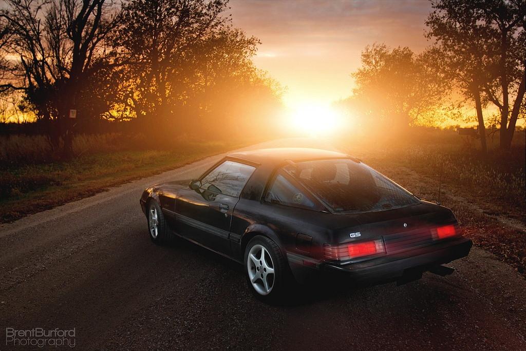 Mazda RX-7, FB, kultowe samochody, auto z duszą, japońskie sportowe, JDM, zdjęcia