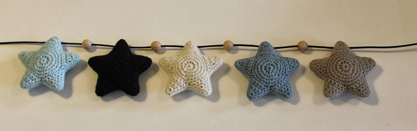 DIY: hæklede stjerner til barnevognskæde