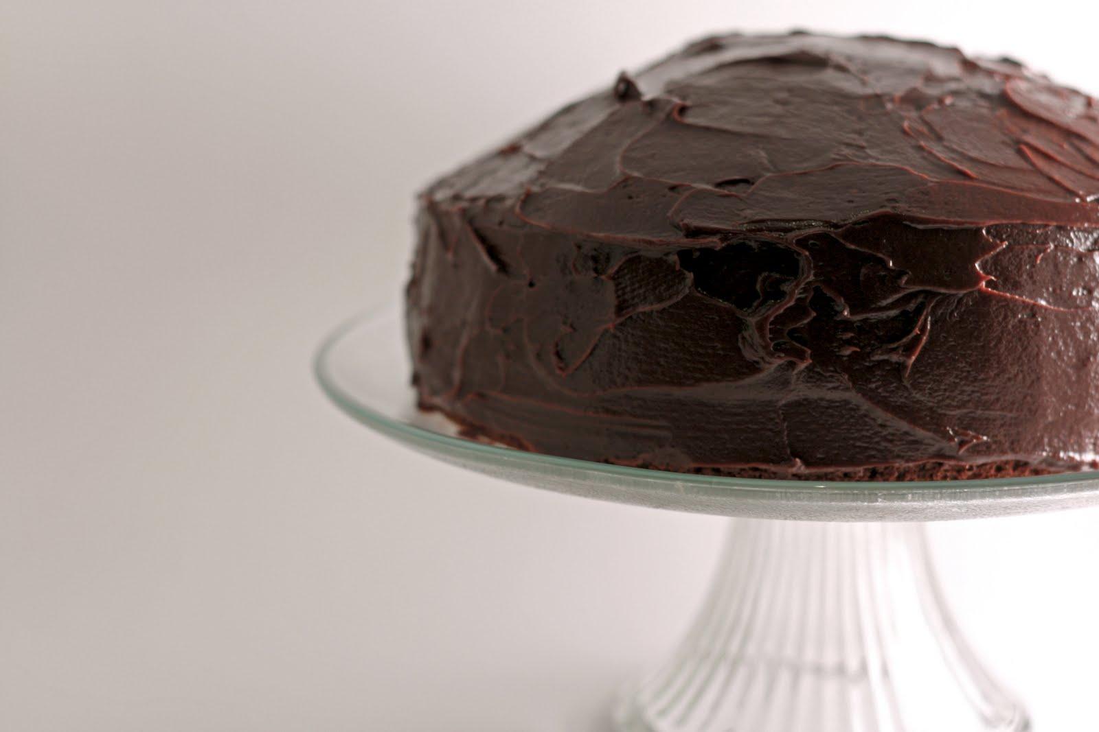 Flourishing Foodie: The Most Amazing Chocolate Cake (ever)