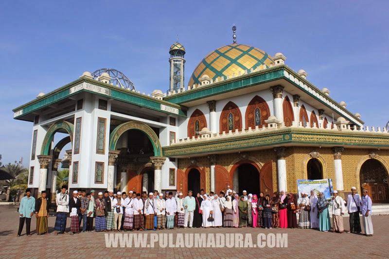 Masjid Syekh Moh. Kholil bin Abdul Latief di Desa Martajasah, Bangkalan - Madura