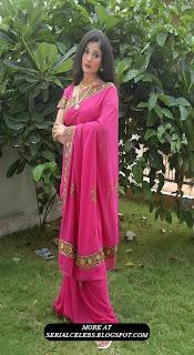 Kiran Rathod in pink saree blouse