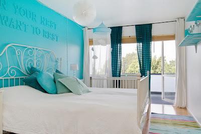 habitaciones turquesa y blanco