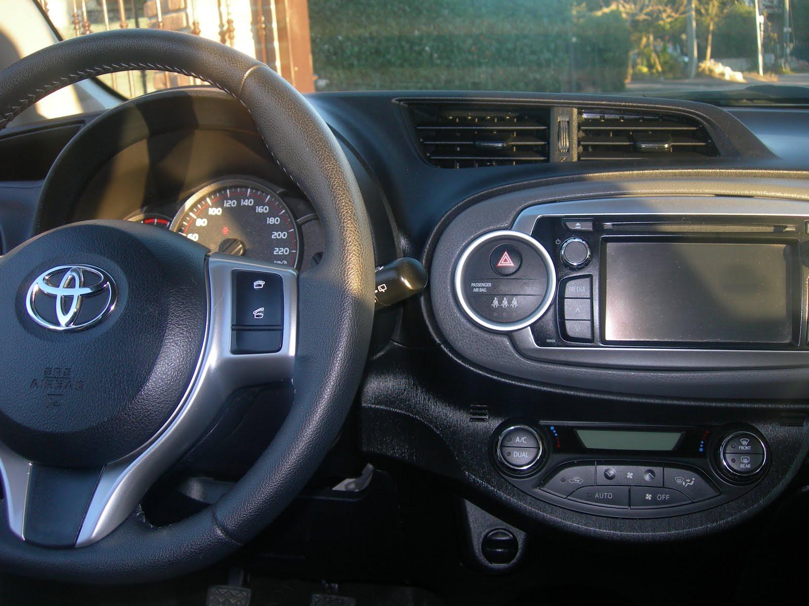 Stereo Touch Screen- comandi al volante-sensori- telecamera posteriore-clima automatico-ecc.. ecc..