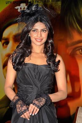 Priyanka Chopra in Bride Dress_FilmyFun.blogspot.com