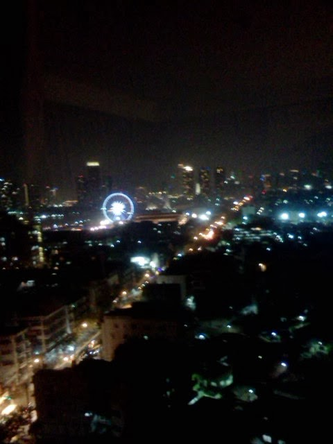 The view of Bangkok and the Asiatique ferris wheel at night.