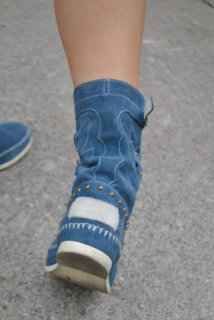 stivali modello biker patrizia pepe stivali blu stivali in camoscio stivali modello indianino come abbinare gli stivali indianini stivali patrizia pepe stivali in camoscio stivali blu blue biker scarpe autunnali stivali autunnali