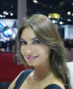 EXCLUSIVE BOOTH GIRL PHOTO 2012 PARIS AUTOSHOW