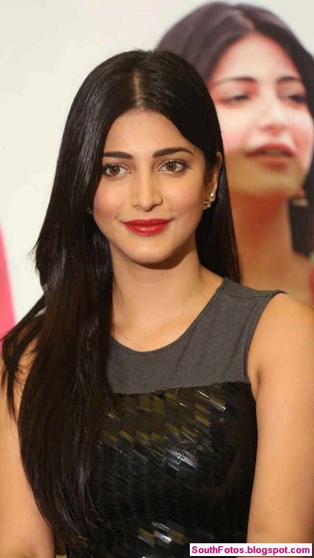 Shruti Haasan Latest Hot Pics