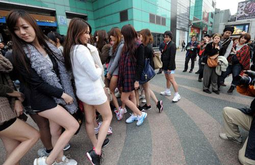 No Pants day in Japan   Mode wanita, Wanita