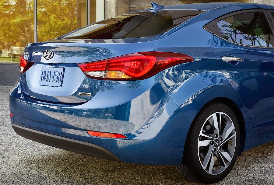 Hyundai Elantra 2015 fotos traseira