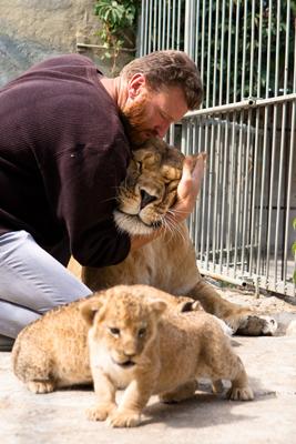 Фото Укринформ: прайд львов во главе с художником