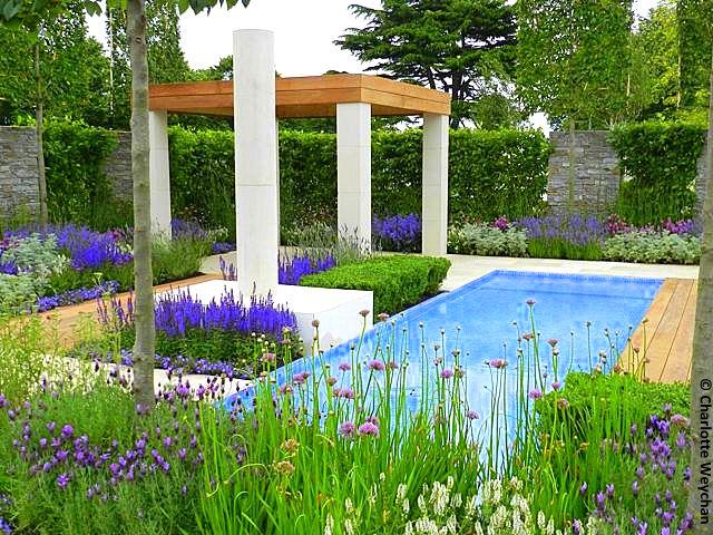 The galloping gardener rhs hampton court 2012 lots of for Italian landscape design
