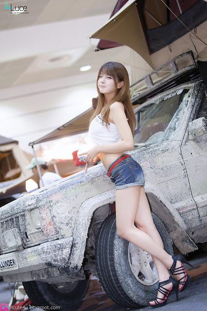 1 Heo Yoon Mi at Korea Autocamping Show 2012-very cute asian girl-girlcute4u.blogspot.com