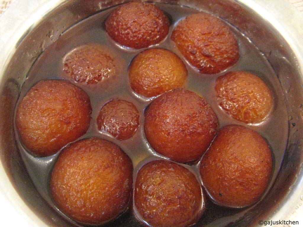Gulab jamuns using milk powder