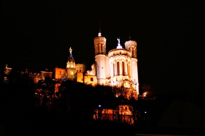 Notre-Dame de Fourvière bei Nacht