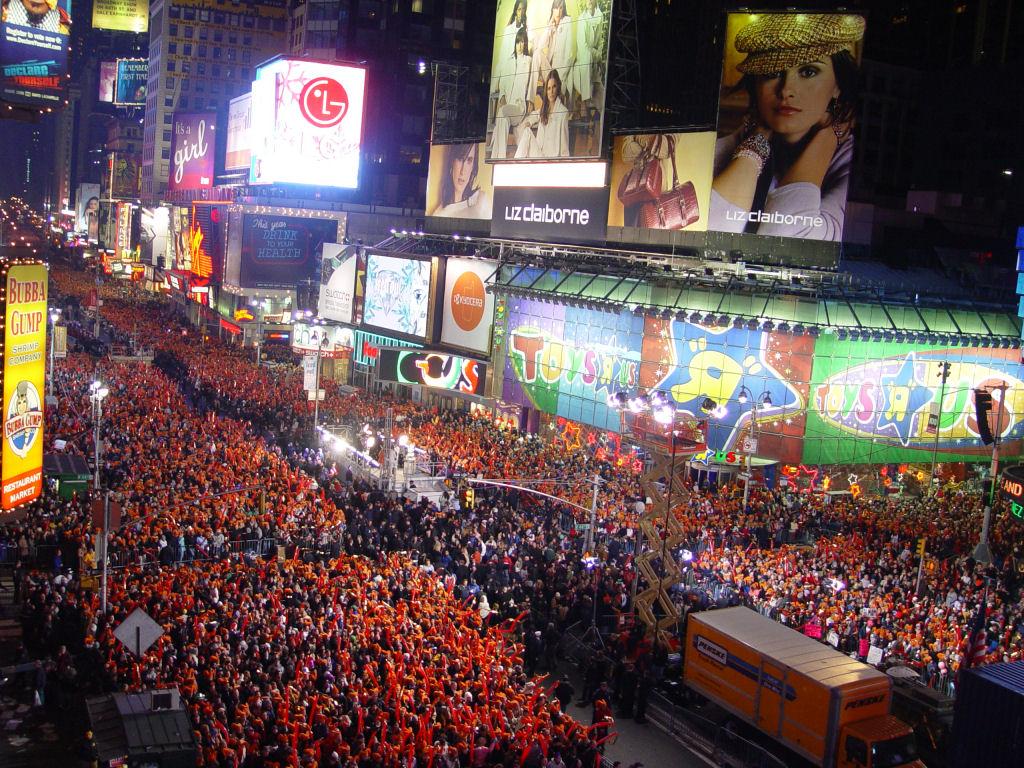 http://4.bp.blogspot.com/-RZR-5obiRmk/T8NPKwwbm2I/AAAAAAAAESI/AKJG5rf0eOM/s1600/Times-Square-on-New-Years-Eve.jpg