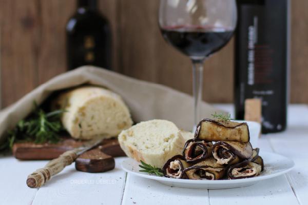 Spanische Tapas Spanisches Weißbrot mit Oliven