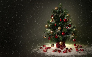 Little Christmas Tree Gifts HD Wallpaper