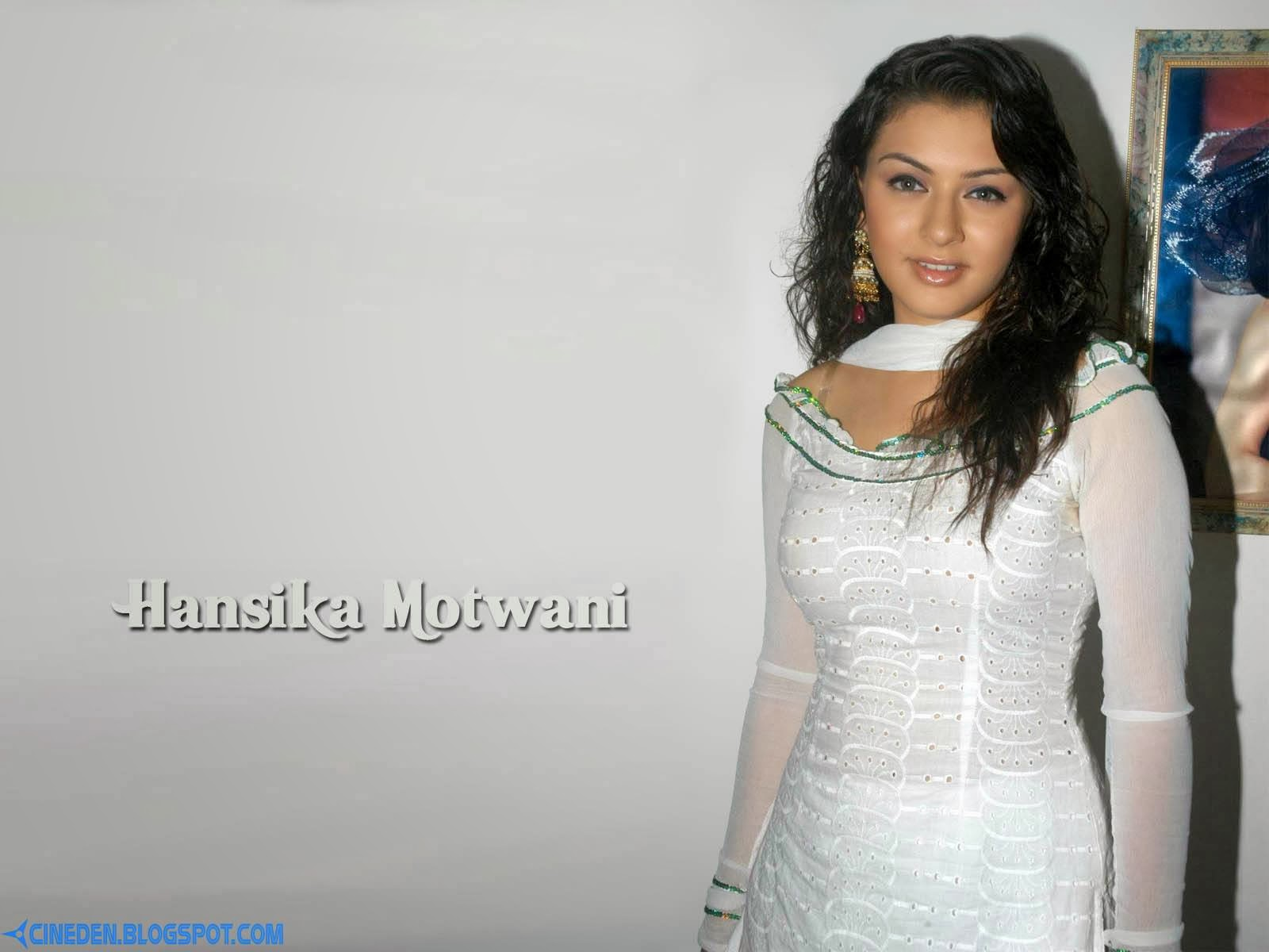 Hansika reveals her look in Aranmanai - CineDen