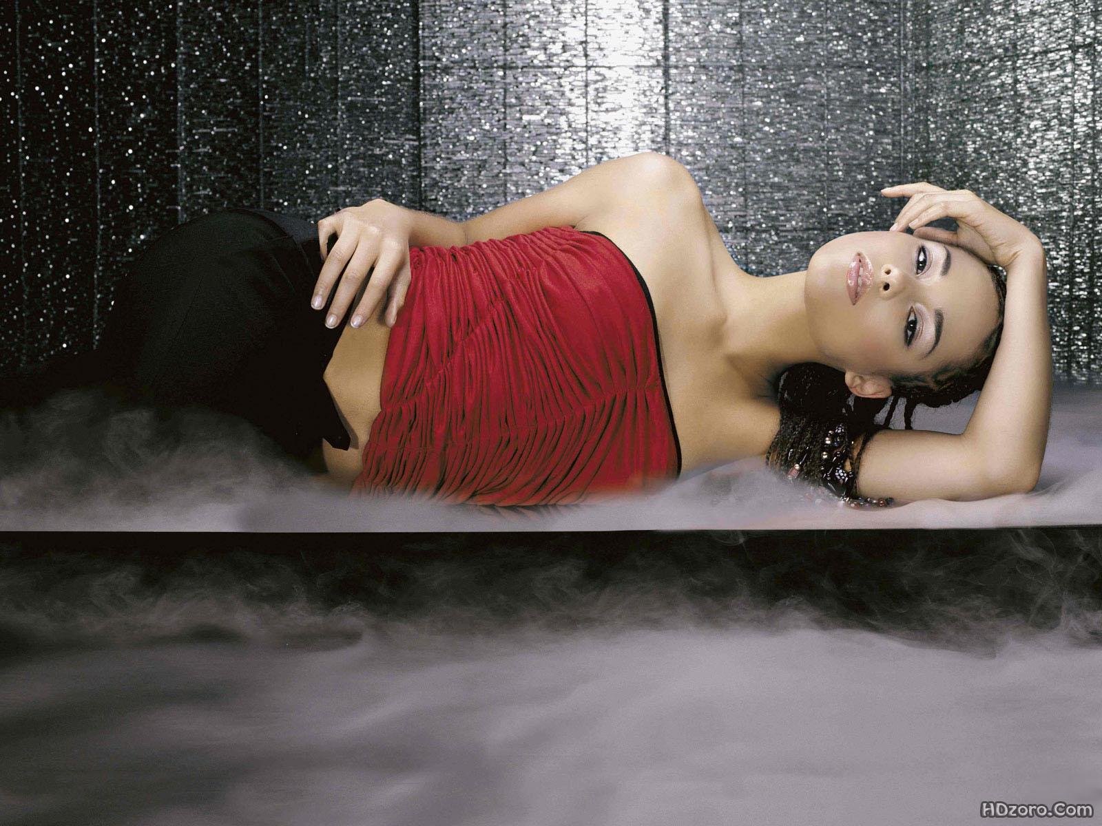 http://4.bp.blogspot.com/-RZf_7KE9A6Q/UTyRE_C3atI/AAAAAAAAPGI/ggBbwtc0eJc/s1600/Alicia+Keys+12.jpg