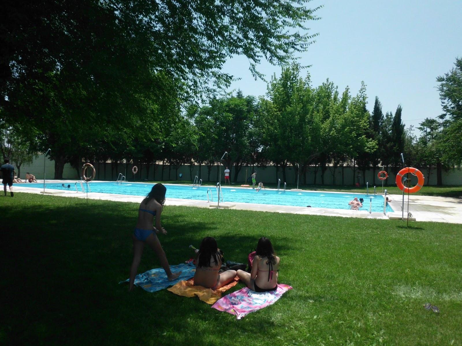 Un pueblo de leyenda fuente obejuna abre su piscina municipal for Piscina municipal cordoba