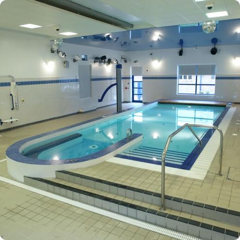 kolam renang minimalis indoor