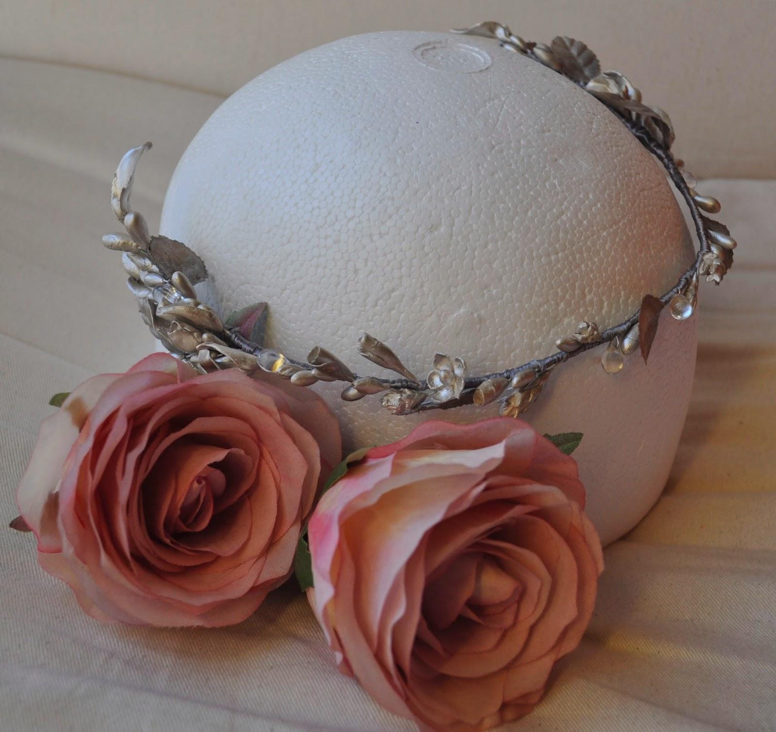 tocados baratos, tocados económicos, tiara plateada, tiara para bodas, tiara para invitadas, tiara económica, tiara de flores, corona de semillas