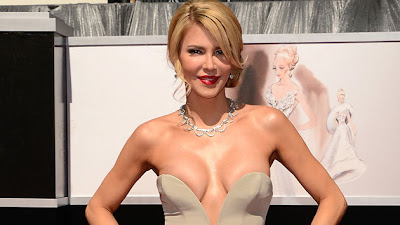BRANDI GLANVILLE RED CARPET OSCAR 2013