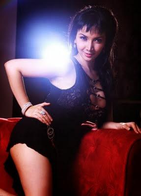 Gambar Hot Roro Fitria 'Si Model Toket Gede'