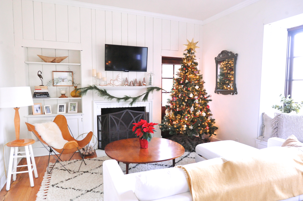 DIY White Modern Christmas Decorating