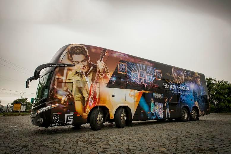 Ônibus da dupla Fernando e Sorocaba está de cara nova