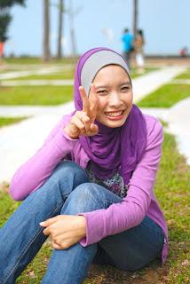 Malay women – Tudung U beraksi bebas