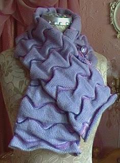 Шапочка и шарф связаны на