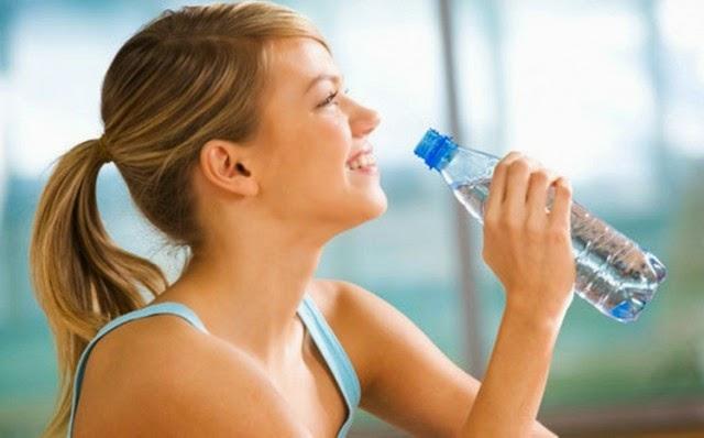 Cara Mudah Hanya 2 Minggu Turunkan Berat Badan Dengan Air Putih
