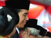 Dipeluk Jokowi, Pejuang Ini menangis. lalu Apa yang Dikatakan Ke Jokowi?