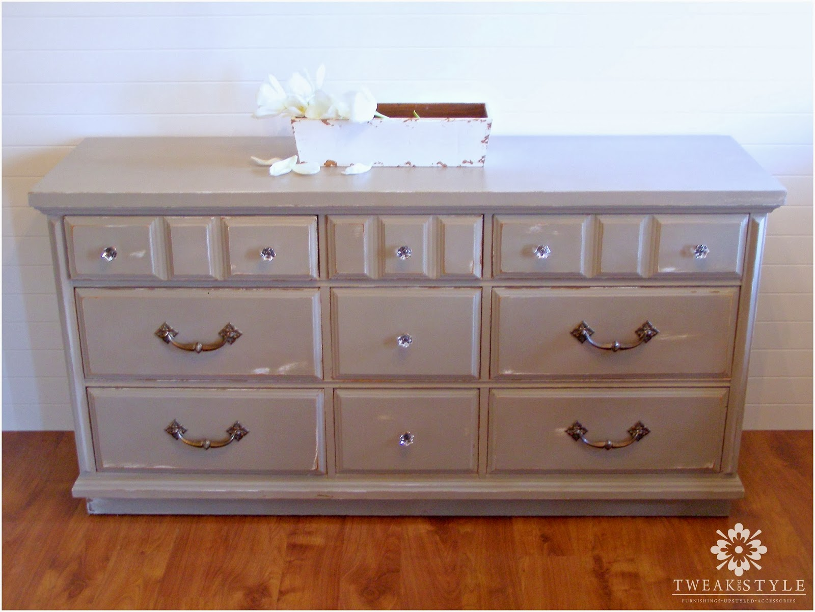 Tweak & Style Blog: Product Reviews: Annie Sloan Chalk Paint