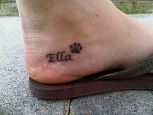 tatuagens de patinhas de cachorro no pé