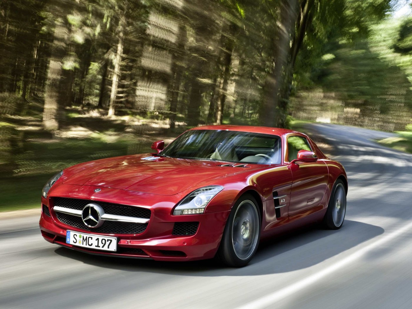 Auto world mercedes benz sls for Autos mercedes benz