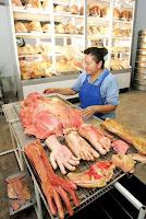صور من مخبز صيني غريب جدا .. يعد الخبز والبسكويت على اشكال أعضاء بشرية