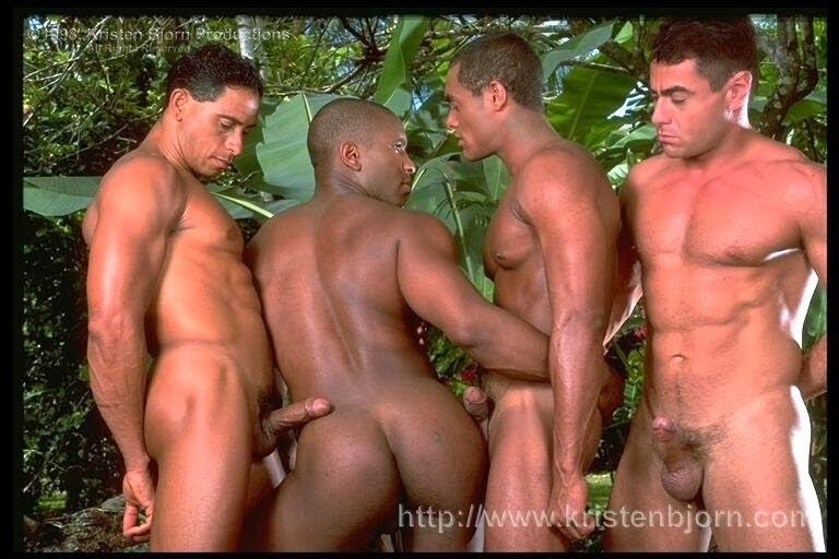 4 machos fudendo na floresta