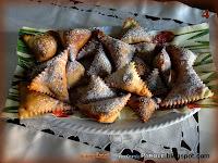 Triangoli fritti con marmellata ai frutti di bosco e frutta secca