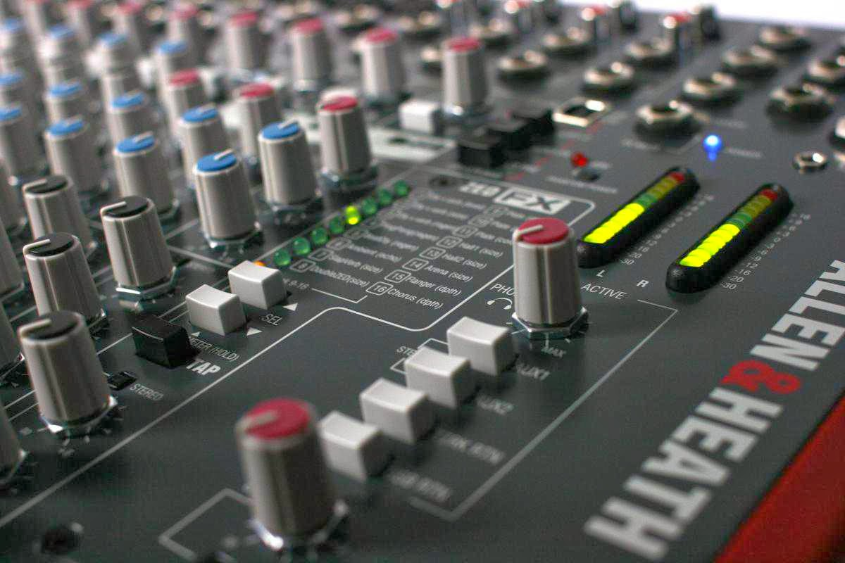 ALLEN HEATH ZED-22FX MIXER