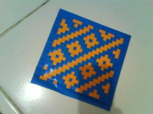 Anyaman dari kertas ternyata akan menghasilkan suatu pola hias yang ...