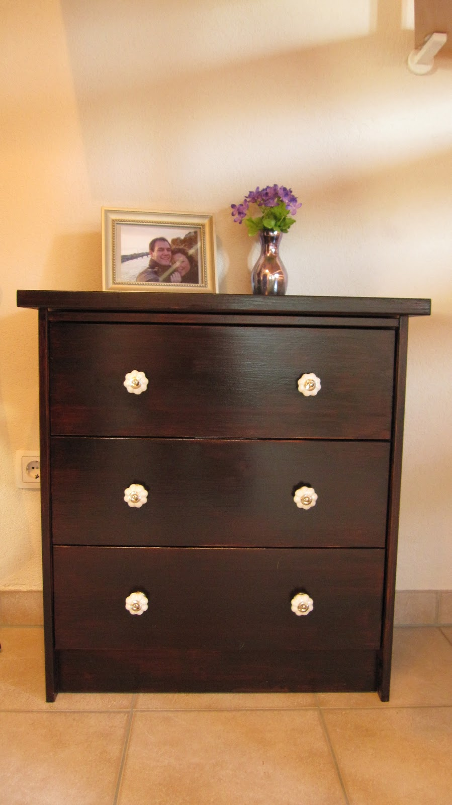 kleines gelbes haus porzellankn pfe. Black Bedroom Furniture Sets. Home Design Ideas