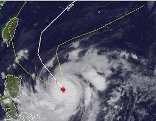 Supertaifun JELAWAT | LAWIN zieht voraussichtlich nicht nach Taiwan, sondern nach Okinawa, Jelawat, Lawin, aktuell, Philippinen, Japan, Taiwan, Taifunsaison 2012, Taifun Typhoon, Hurrikanfotos, major hurricane, September, 2012, Satellitenbild Satellitenbilder, Vorhersage Forecast Prognose,