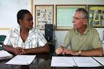 Em reunião com a Secretária de Educação Tânia Mara
