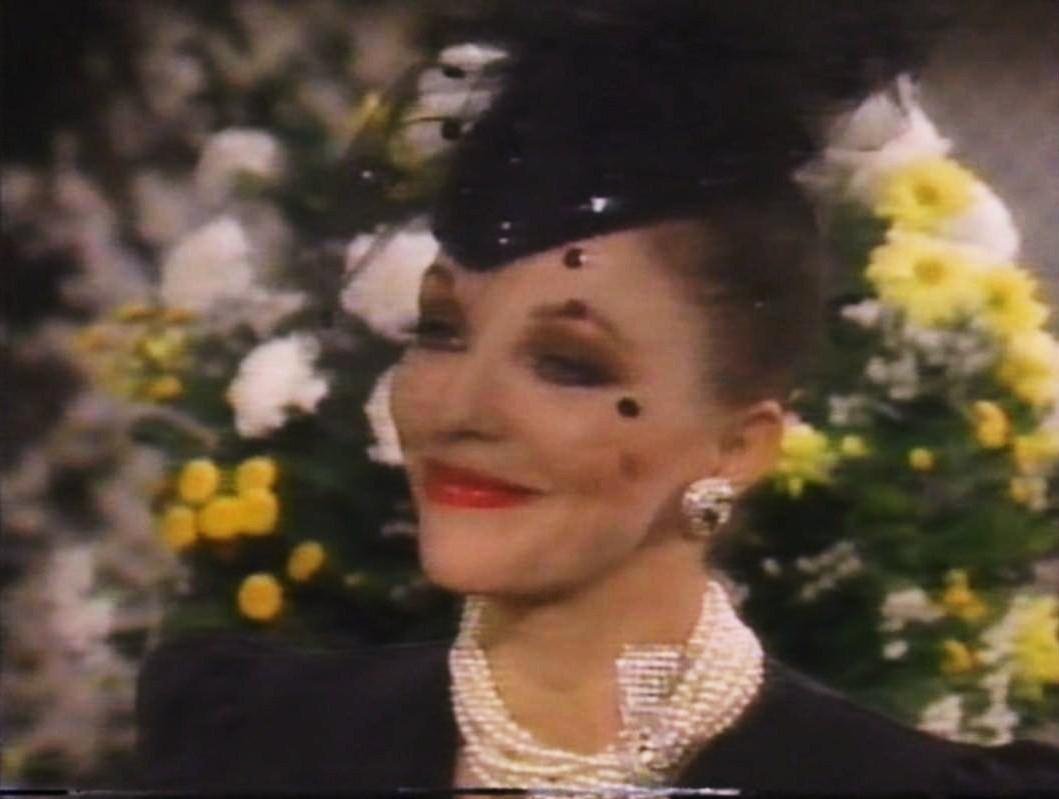 http://4.bp.blogspot.com/-RcvlKndmWoE/TbyFkwhi1II/AAAAAAAAAhY/wSy-CzVVo4A/s1600/Joan+Collins+ABC+Promo+1985.jpg
